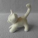 Cica, Játék, Dekoráció, Játékfigura, Varrás, Aranyos kiscica, zöld szemekkel.   100 %-os gyapjúfilcből készült, kártolt gyapjúval tömött, kézzel..., Meska