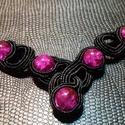 Fekete pink sujtás nyaklánc, Ékszer, Nyaklánc, Egyedi fekete pink nyaklánc.  A készítésnél felhasználtam:  - sujtás zsinór ( fekete ) - tek..., Meska