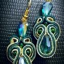 Smaragdzöld arany fülbevaló, Ékszer, Fülbevaló, A készítésnél felhasználtam:  - sujtás zsinór ( smaragdzöld, arany ) - csepp alakú kristál..., Meska