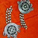Ezüst sujtás fülbevaló, Ékszer, Fülbevaló, Egyedi ezüst fülbevaló  A készítésnél felhasználtam:  - sujtás zsinór ( ezüst ) - gomb (f..., Meska