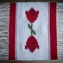 Gyapjúszőnyeg SZ22, Otthon, lakberendezés, Lakástextil, Szőnyeg, Terítő, Szövés, Hagyományos technikával, szövőszéken szövött gyapjúszőnyeg terítő. Piros tulipánmintás éjjeliszekré..., Meska