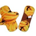 20 cm-es banán mintás mosható női betét, Baba-mama-gyerek, Baba-mama kellék, Varrás, Közepesen erős vérzéshez ajánlom. Hossza:  20,5 cm Szélessége összepatentolva:  7 cm Felső, test fe..., Meska