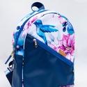 Egyedi hátitáska - kolibri- és virágmintás, Egyedi tervezésű kézműves hátitáska  Vízhat...