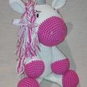 Pink unikornis, Játék, Dekoráció, Játékfigura, Plüssállat, rongyjáték, Hímzés, Horgolás, A kis lányom egyszarvú imádata ihlette a megszületését. A horgolt unikornis anyaga pihe-puha bababa..., Meska