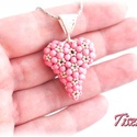 Ezüst rózsaszín szív, Ékszer, óra, Nyaklánc, Medál, Matt selymes rózsaszín csiszoltakkal és ezüst kásával fűztem egy duci szívet. A szív 2,5 cm átmérőjű..., Meska