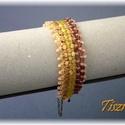 Sárga-mályva kockás karkötő, Ékszer, óra, Karkötő, Ékszerkészítés, Gyöngyfűzés, Sok kockából és kásagyöngyből készült ez a karkötő.  A színek: sárgaközepű kristály, matt arany, sá..., Meska