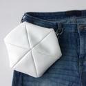 Variálható övtáska 3in1 - Hatszög alakú, fehér műbőr táska belső zsebbel, Táska & Tok, Övtáska, Varrás, Ezt a különleges, egyedi kistáskát többféleképpen viselheted: - derékon, övtáskaként - felsőtesten ..., Meska