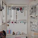 Ékszertartó fali polc, kis szekrény, Otthon, lakberendezés, Ékszer, Tárolóeszköz, Ékszertartó, Ékszertartó kis szekrény ami minden hölgy álma :-)  Fából készült, kézműves termék.   Méretei: Magas..., Meska