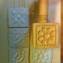 Kekszformázó 4 virágos, Konyhafelszerelés, Kekszformázó 4 db  6x6cm-es különböző mintákat tartalmaz. Ragasztott ,gőzölt fából készült, elelmisz..., Meska