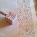 Kekszformázó 4 virágos, Konyhafelszerelés,  Kézzel faragott kekszformázó 4 db  6x6cm-es különböző mintákat tartalmaz. Ragasztott ,gőzölt fából ..., Meska