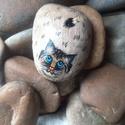 Márton cica, Dekoráció, Játék, Kavicsra kézzel festettem, lakkoztam. Márton cicát, mérete:9x6 cm  Polcodon, asztalodon kedves d..., Meska