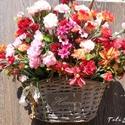 Ajtódísz,kopogtató,tavaszi koszorú, Ez kosár tele van tarka virággal. Otthon felirat...