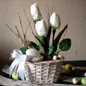 Húsvéti asztaldísz, tulipán,fehér,tavasz,tojás, Dekoráció, Otthon, lakberendezés, Asztaldísz, Ünnepi dekoráció, Fehér kosarat díszítettem tulipánnal és tojással. Visszafogott elegancia . A barkaágon  pillangó pih..., Meska