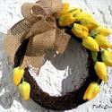 Simogató napsugár! Ajtódísz, koszorú, Sárga tulipán öleli át a vesszőkoszorút. Ter...