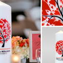 Esküvői gyertya, Dekoráció, Képzőművészet, Grafika, Gyertya-, mécseskészítés, Mindenmás, Fehér esküvői gyertya modern, piros-bordó szív alakú levelekkel díszített fával, alatta a pár keres..., Meska