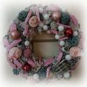 Karácsonyi kopogtató, Dekoráció, Karácsonyi, adventi apróságok, Ünnepi dekoráció, Karácsonyi dekoráció, Virágkötés, Dúsan díszített karácsonyi kopogtató akik igazán szeretik a rózsaszínt. A fűzkoszorúhoz meleg ragas..., Meska