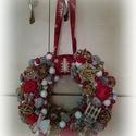 Karácsonyi ajtódísz, Dekoráció, Karácsonyi, adventi apróságok, Ünnepi dekoráció, Karácsonyi dekoráció, Virágkötés, Dúsan díszített karácsonyi kopogtató a piros és az arany szerelmeseinek. A fűzkoszorúhoz meleg raga..., Meska