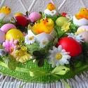 Húsvéti tavaszváró tojáskoszorú, Húsvéti díszek, Otthon, lakberendezés, Asztaldísz, Koszorú, Mindenmás, Virágkötés, Szalma alapot juta szalaggal vontam be, majd virágokkal és színes tojásokkal díszítettem.Négy műtoj..., Meska