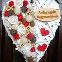 """Anyák napjára szív alakú dísz, Dekoráció, Otthon, lakberendezés, Dísz, Ajtódísz, kopogtató, Mindenmás, Virágkötés, Egy rattan szívet rózsákkal, termésekkel dekoráltam, majd egy kedves """"Nagymamás"""" táblát  ragasztott..., Meska"""