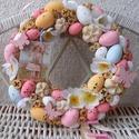 Húsvéti ajtódísz, kopogtató pasztell színekben, Otthon, lakberendezés, Dekoráció, Ajtódísz, kopogtató, Ünnepi dekoráció, Mindenmás, Virágkötés,  Szalma alapot bevontam vékony vászon anyaggal.Pasztell színű tojásokkal, termésekkel, fa pillangók..., Meska