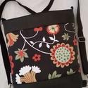 HÁTITÁSKA VIRÁGOS FEKETE, Táska, Tarisznya, Válltáska, oldaltáska, Hátizsák, Fekete textilbőrből  és dekorvászonból készítettem ezt a kényelmes és praktikus táskát. B..., Meska
