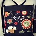 HÁTITÁSKA VIRÁGOK AZ ERDŐBEN, Táska, Tarisznya, Válltáska, oldaltáska, Hátizsák, Fekete textilbőrből  és dekorvászonból készítettem ezt a kényelmes és praktikus táskát. B..., Meska