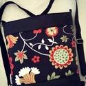 HÁTITÁSKA VIRÁGOS, Táska, Tarisznya, Válltáska, oldaltáska, Hátizsák, Fekete textilbőrből  és dekor vászonból készítettem ezt a kényelmes és praktikus táskát. ..., Meska
