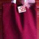 Bordó ajándék vagy irattartó táska, Játék, Táska, Szatyor, Varrás, A játékot tartó táska bordó bútorhuzat anyagból készült. Füle/fogója szőttes beige kockás bútorhuza..., Meska