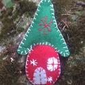 Manóházikó filcből Karácsonyra, Dekoráció, Dísz, Úgy gondolom a Karácsonykor környezetünkben lévő Manók ilyen kis cuki házikókban laknak... ..., Meska