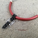 Trendi piros-fekete nyaklánc, Ékszer, Nyaklánc, Metál piros bőr, szürke és fekete delica gyöngy és swarovski négyzet felhasználásával készítettem ez..., Meska