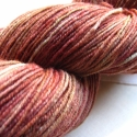 Rózsafa   -kézzel festett gyapjú fonal, 100 % merinói gyapjú kézzel festett fonal .Egye...