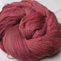 Magenta -kézzel festett gyapjúfonal, 70 % baby alpaca és 30 % selyem keveréke .Valód...