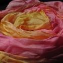 Rózsakert selyemkendő, 150x40 cm-es  hernyóselyem  anyagra festettem ezt...
