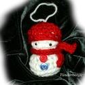 Horgolt hóember pirosban, Dekoráció, Ünnepi dekoráció, Karácsonyi, adventi apróságok, Karácsonyi dekoráció, A karácsony örömét idézi a kedves horgolt hóember figura. a figura hossza: kb. 8,5 cm,+ 6,5 cm..., Meska