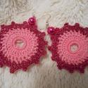 Horgolt dupla rózsaszín virágos fülbevaló, Ékszer, óra, Fülbevaló, Horgolás, Vidám hétköznapi viselet a rózsaszínt kedvelők számára. Gyönggyel díszítettem, lakkozással keményít..., Meska
