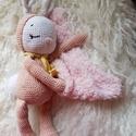 Alvó Zoé nyuszi, Játék, Játékfigura, Horgolás, Zoé nagyon szeret aludni. Saját kis kendője van, amely persze választható.  100% pamut fonalból sze..., Meska