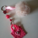 Pink-rózsaszín táskadísz vagy kulcstartó, Mindenmás, Táska, Kulcstartó, Mindenmás, Varrás, Pink, szőrmés kulcstartó vagy táskadísz  gyöngyökkel. Szeretem a szépséges , vidám színeket, bátran..., Meska