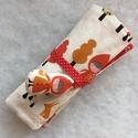 piroska és a farkas,- ceruzatekercs, Baba-mama-gyerek, Mindenmás, Varrás, Piroska és a farkas mintájú pamut anyagból készült 20 x30 cm-es ceruzatekercs. Háromrétegű, középen..., Meska
