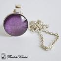 Metál lila romantika üveglencsés nyaklánc, Ékszer, óra, Nyaklánc, Metál, ezüst fényű, lila körömlakk tündököl át a 25 mm átmérőjű üveglencsén, amely e..., Meska