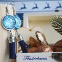 Kék bohém üveglencsés fülbevaló, Ékszer, Fülbevaló, Ékszerkészítés, 20 mm átmérőjű üveglencse lapul az antik ezüst színű alapban, amelyhez kék bőrbojt kapcsolódik., Meska