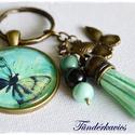 Menta pille üveglencsés kulcstartó, Mindenmás, Kulcstartó, 30 mm üveglencse lapul a nikkelmentes, sima szélű, antik bronz színű medálalapban. A kulcskari..., Meska
