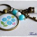 Kalocsai virágos üveglencsés kulcstartó, Mindenmás, Kulcstartó, 30 mm üveglencse lapul a nikkelmentes, sima szélű, antik bronz színű medálalapban. A kulcskari..., Meska