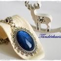 Mély kék csillogás üveglencsés nyaklánc, Ékszer, Nyaklánc, 18*25 mm átmérőjű körömlakkal festett üveglencse lapul a csipkés szélű ezüst színű nikk..., Meska