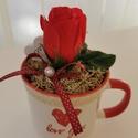 Nőnapi bögre rózsával , Otthon & Lakás, Dekoráció, Dísztárgy, Virágkötés, Akár nőnapi ajándéknak, akár évfordulóra kedves ajándék ez a kerámia bögre, középen egy szál selyem..., Meska