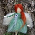 Kerti tündér, Festett gyapjúból, tűnemezeléssel készítette...