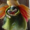 Tavasztündér madárkával, A zöld különböző árnyalataira festett szalag...