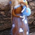 Nefelejcs tündér gyermekével, A korai nefelejcs kékje ihlette ezt a tündérany...