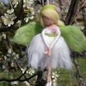 Cseresznyevirág tündér, Festett gyapjúból, tűnemezeléssel készítette...