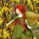 Aranyeső tündér, Festett gyapjúból, tűnemezeléssel készítette...