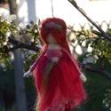 Hortenzia tündér, Festett gyapjúból, tűnemezeléssel készítette...